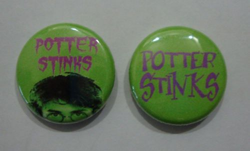 2x HARRY POTTER Potter Stinks Buttons Pin Badge